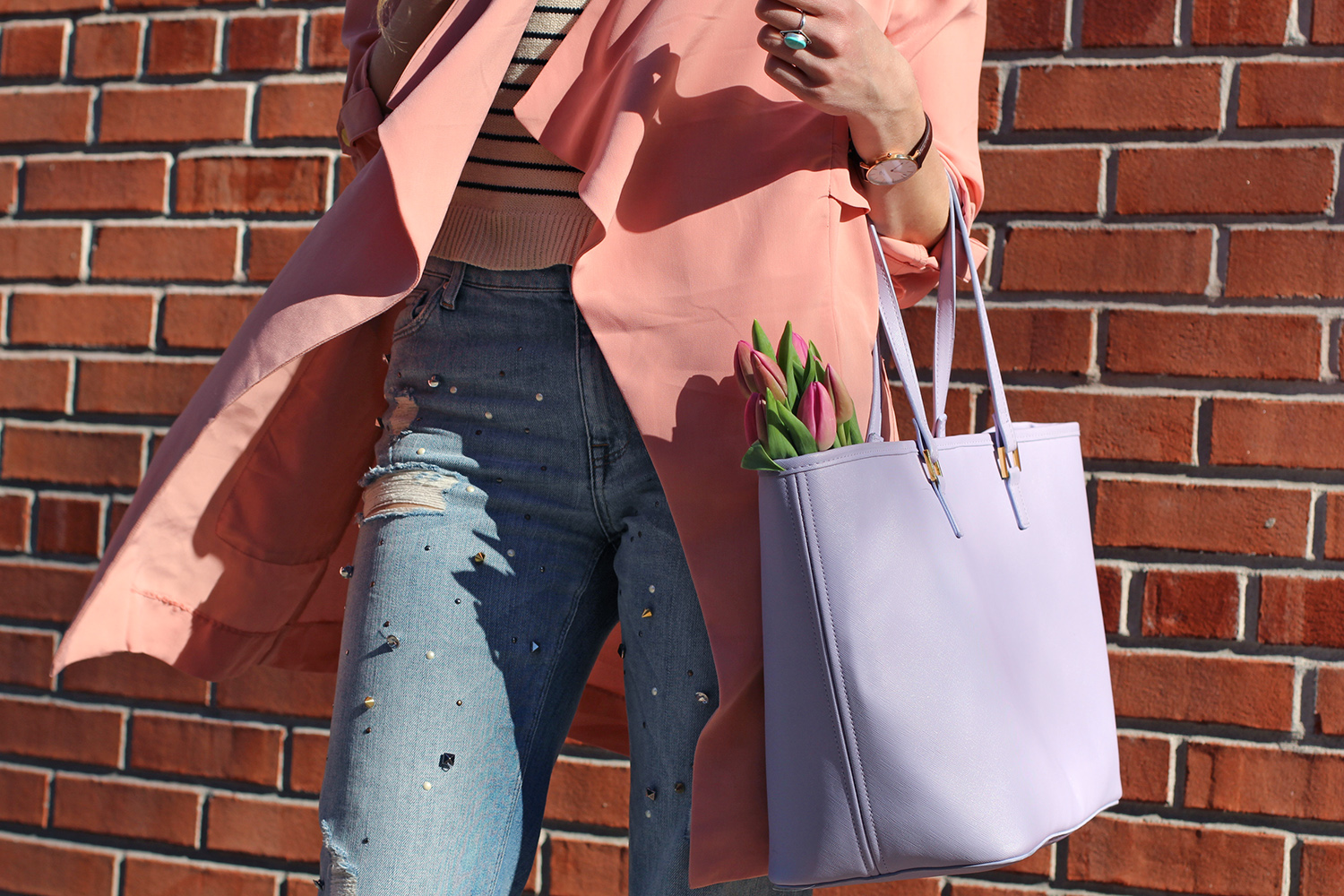 purple tote with tulips
