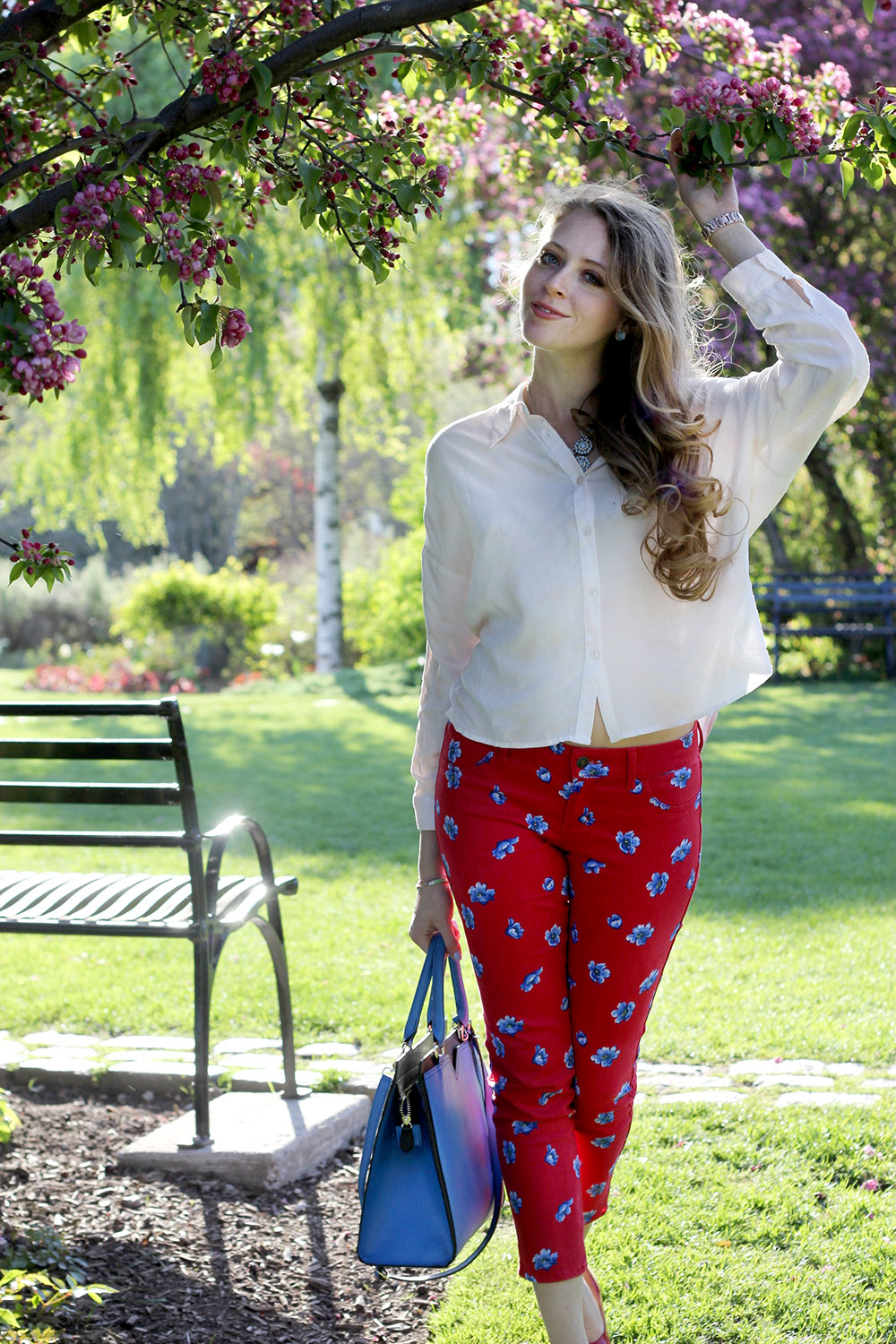 red abercrombie pants white blouse