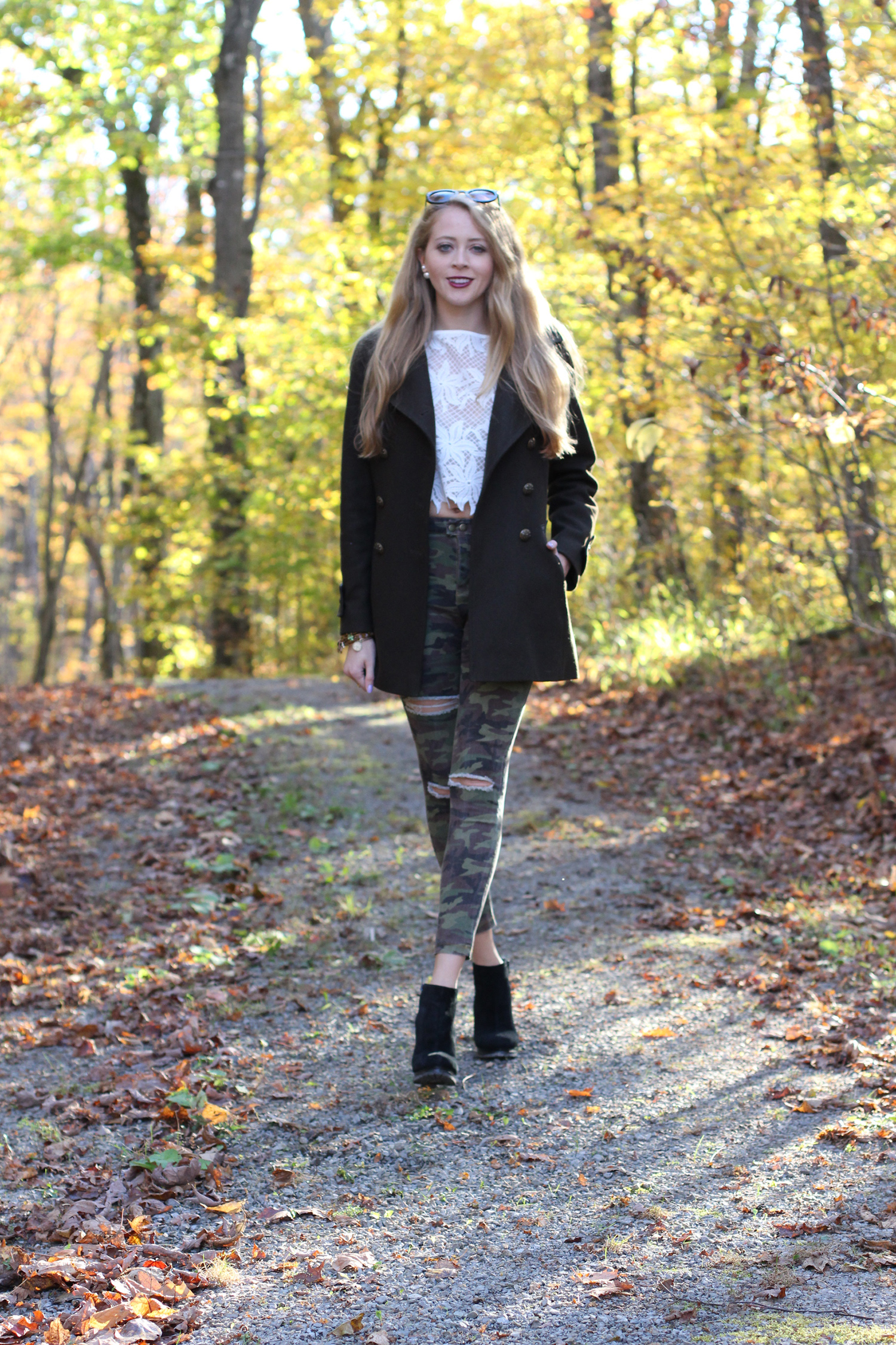 ripped camo jeans fall outfit