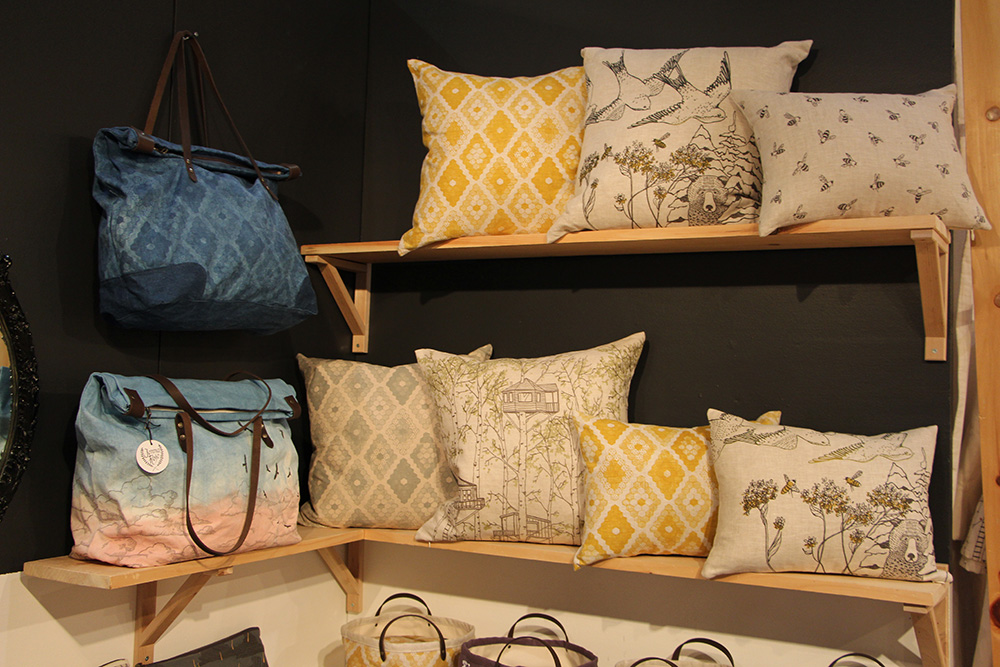 silk screen illustration pillows