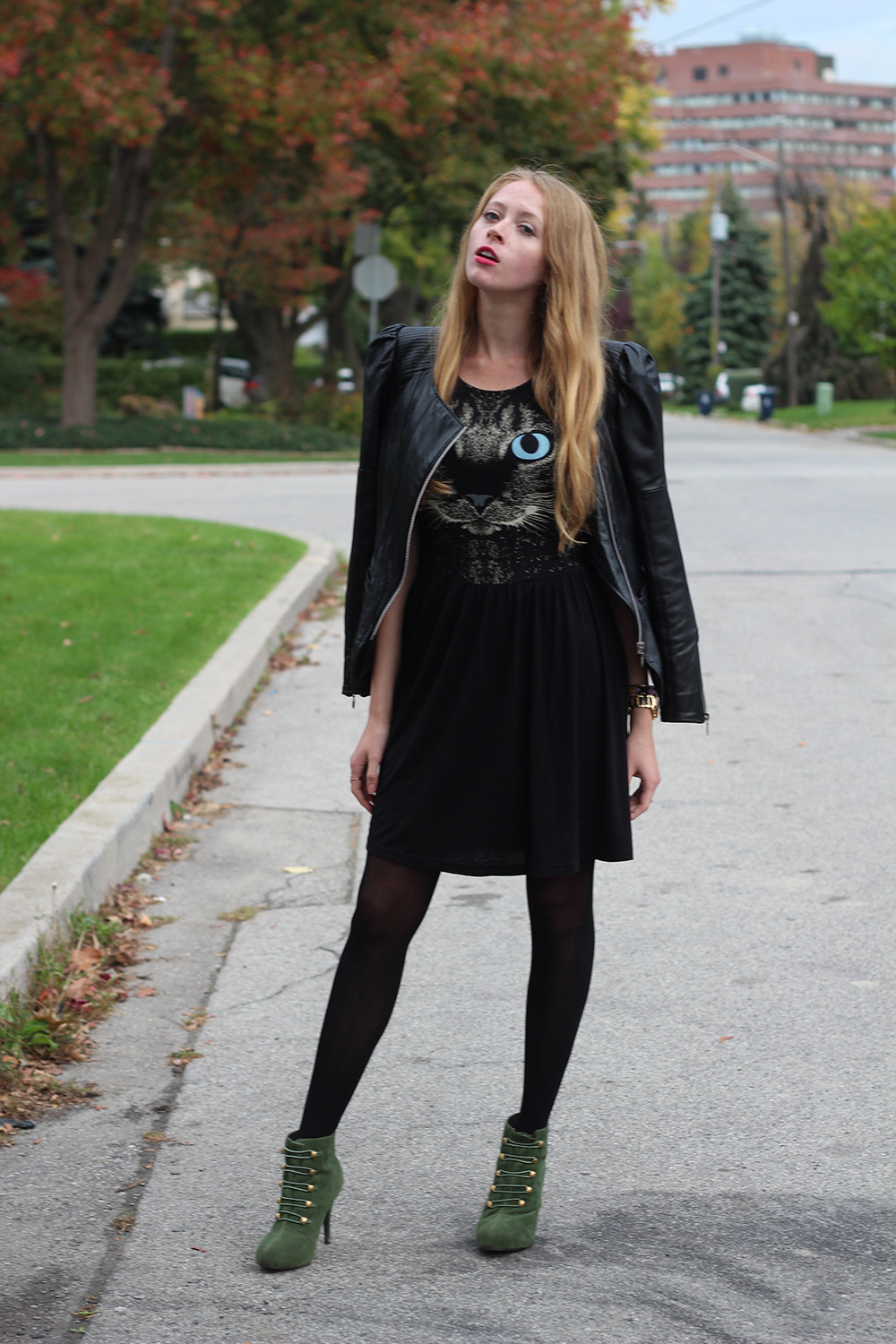 silly fashion blogger pose