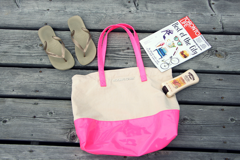 what's in my victoriassecret beach bag