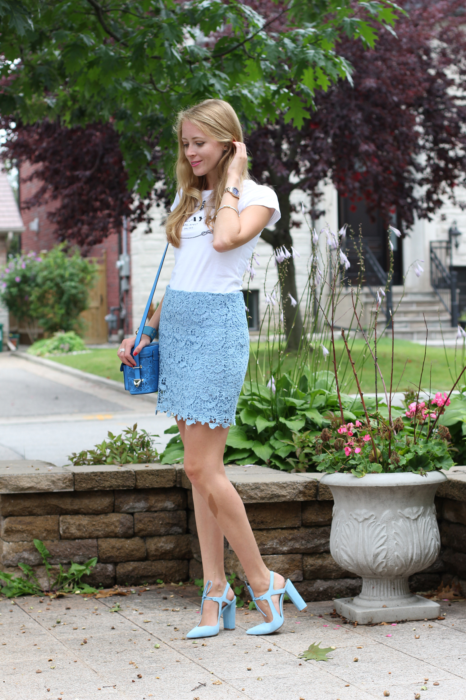 white tee blue lace skirt forever 21